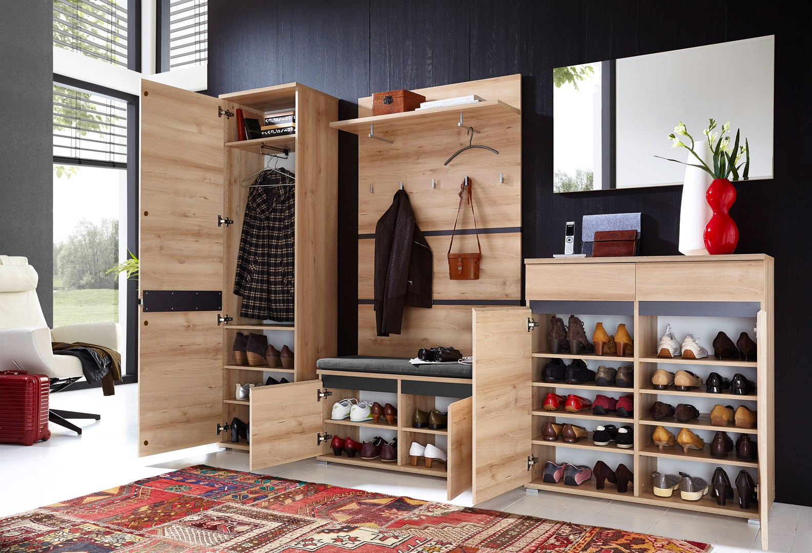 range chaussures d co avec un jolie voilage. Black Bedroom Furniture Sets. Home Design Ideas